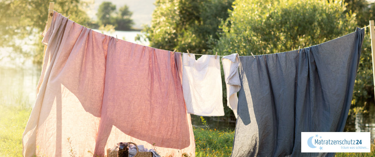 Wäsche trocknet an der frischen Luft
