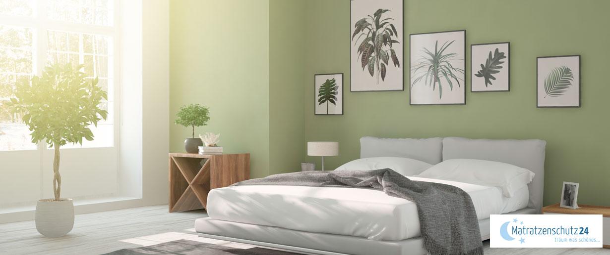 lichtdurchflutetes Schlafzimmer mit Kunstpflanzen