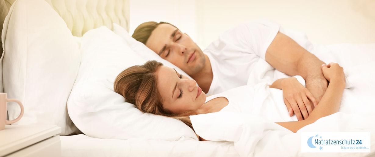 Schlafendes Paar im Bett