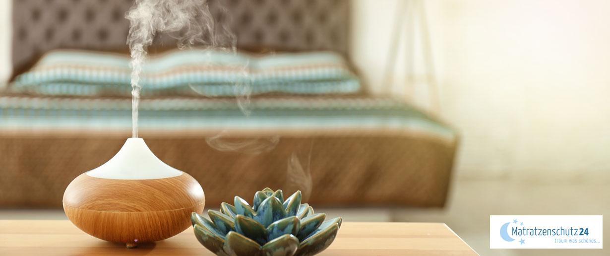 Aroma Diffusor versprüht Duft im Schlafzimmer