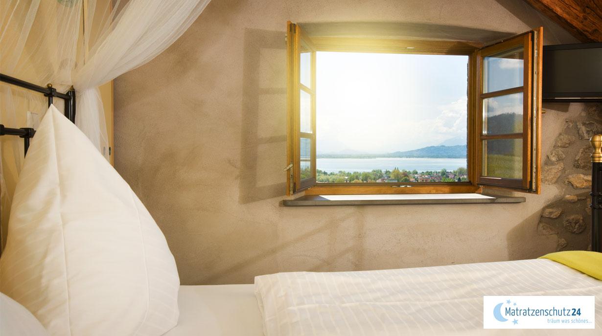 Milben im Bett vorbeugen durch Lüften